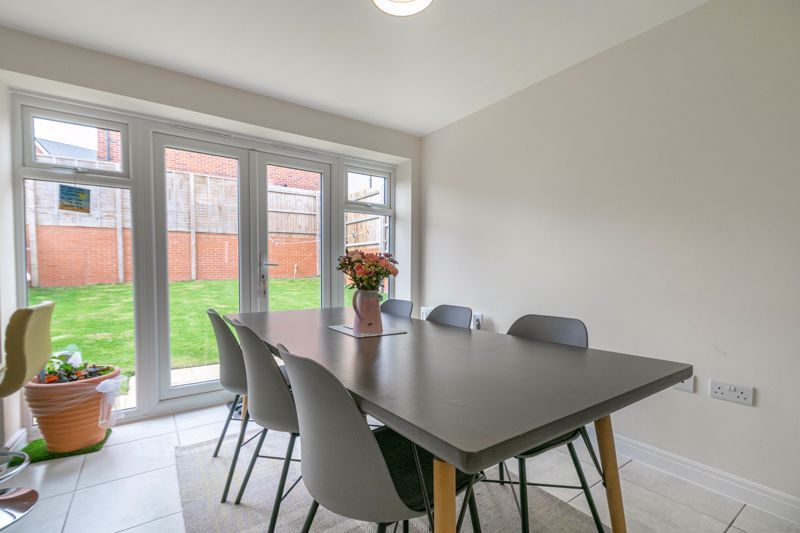 5 bed house for sale in Linthurst Crescent 3