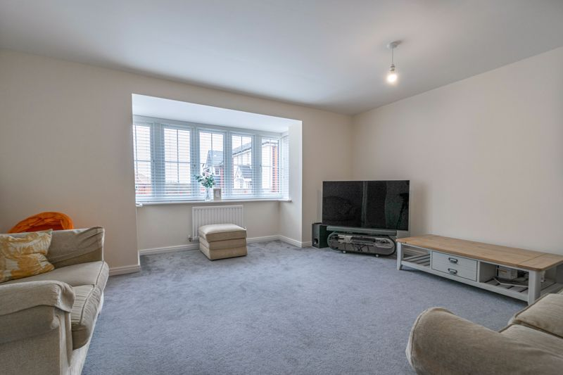 5 bed house for sale in Linthurst Crescent 4