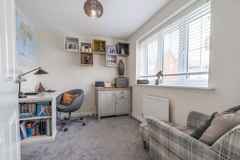 5 bed house for sale in Linthurst Crescent 5