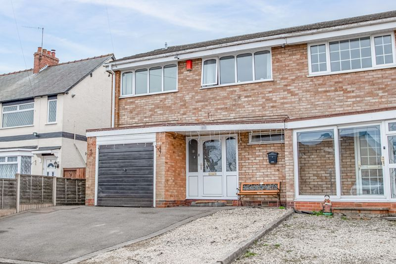 4 bed house for sale in Sunbury Road 1