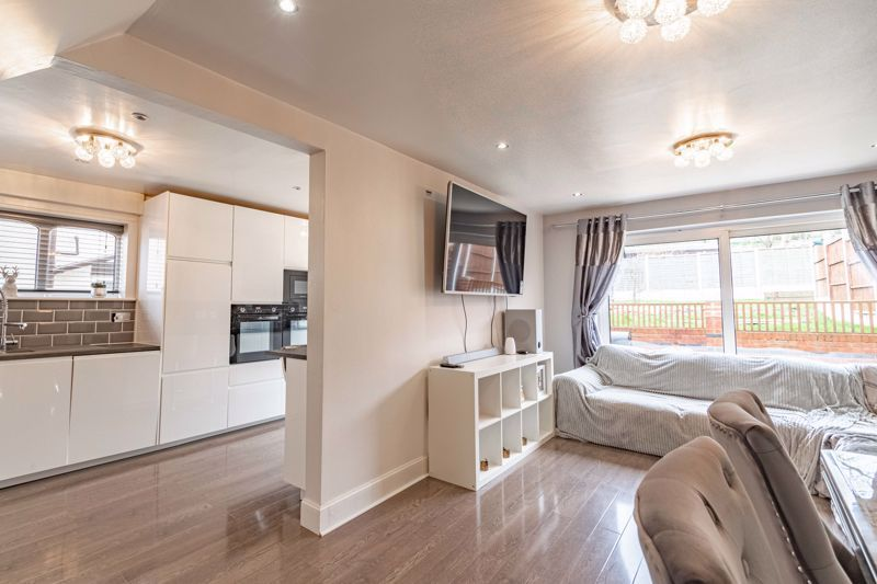 4 bed house for sale in Sunbury Road 2