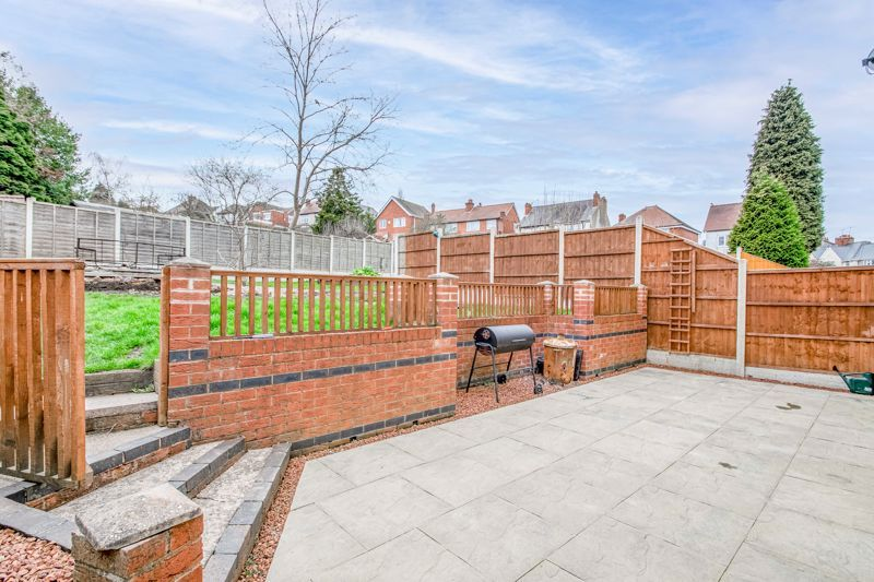 4 bed house for sale in Sunbury Road 11