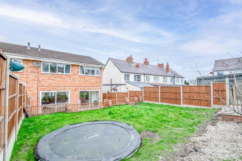 4 bed house for sale in Sunbury Road 13