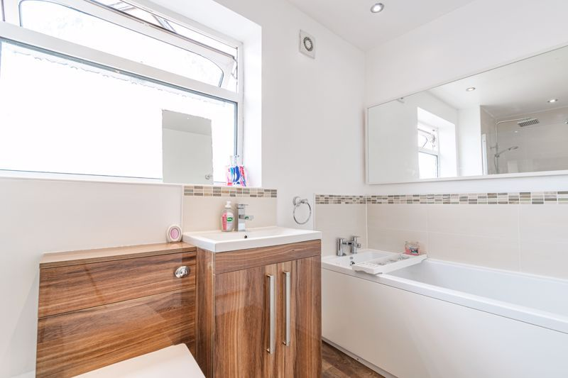 4 bed house for sale in Sunbury Road 14