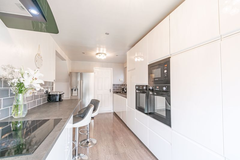 4 bed house for sale in Sunbury Road  - Property Image 3