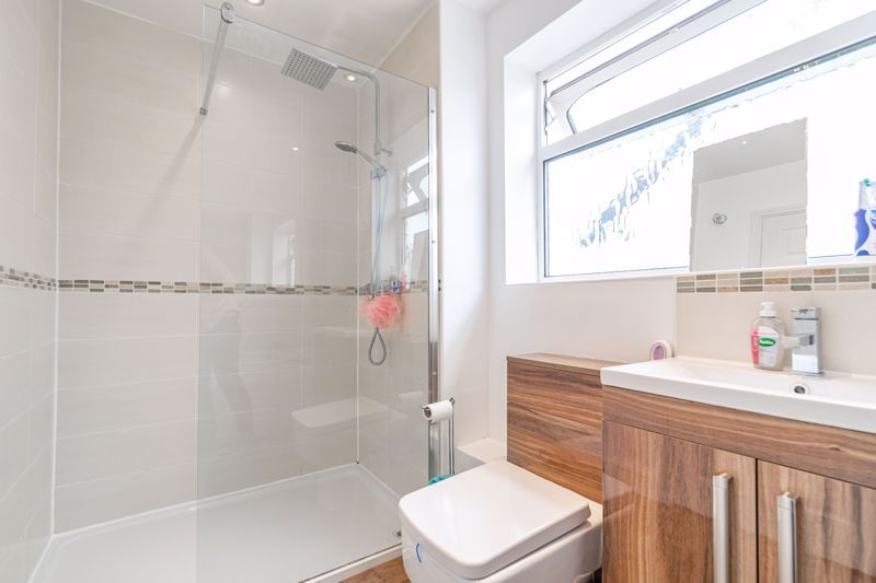 4 bed house for sale in Sunbury Road 9