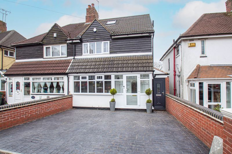 4 bed house for sale in Warwick Road  - Property Image 1