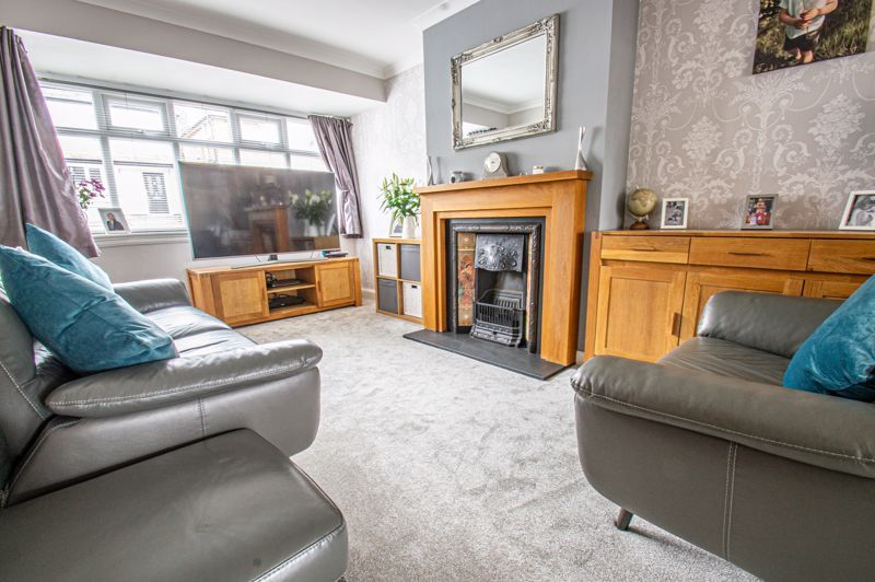 4 bed house for sale in Warwick Road  - Property Image 2
