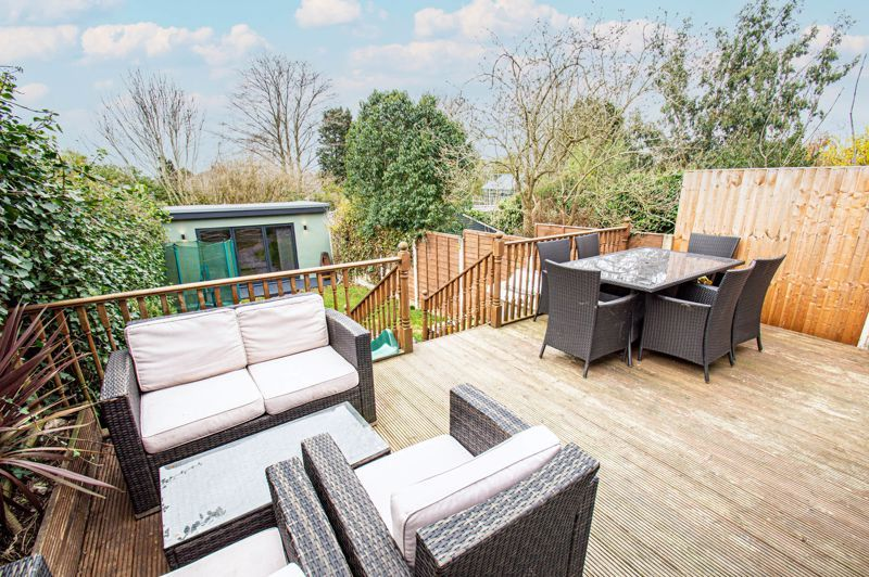 4 bed house for sale in Warwick Road 14