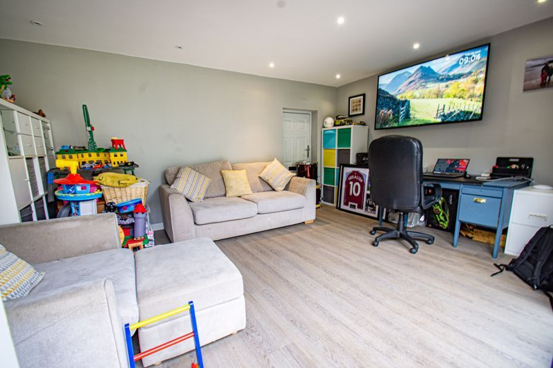 4 bed house for sale in Warwick Road  - Property Image 17