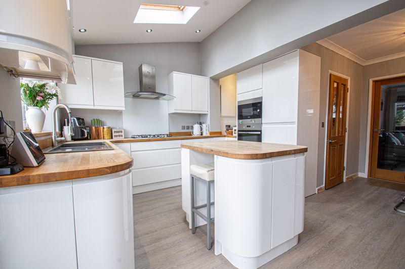 4 bed house for sale in Warwick Road 19