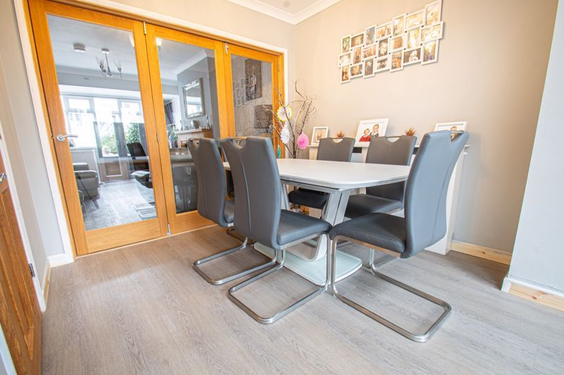 4 bed house for sale in Warwick Road  - Property Image 3