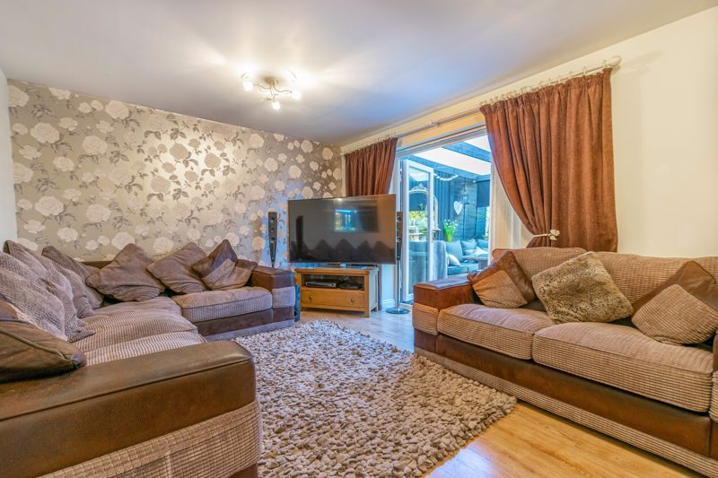 5 bed house for sale in High Trees Close  - Property Image 3