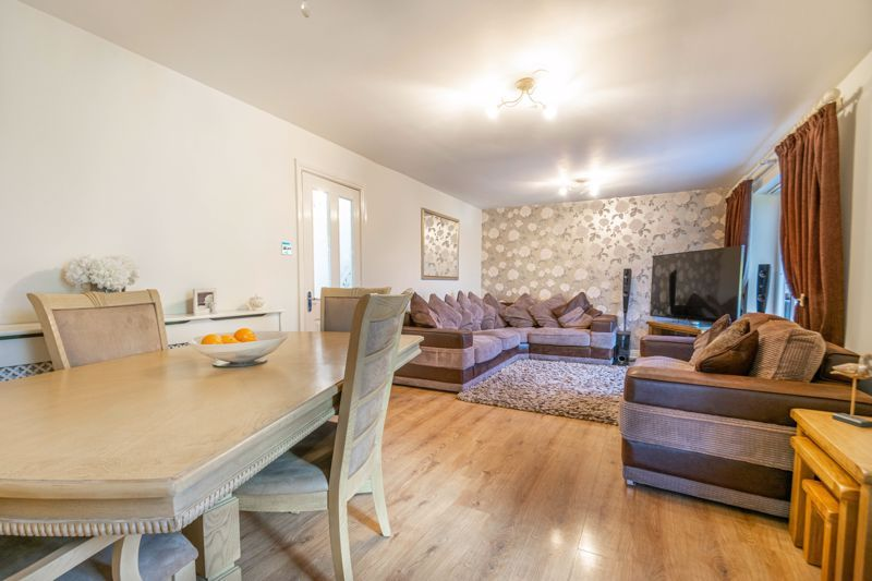 5 bed house for sale in High Trees Close  - Property Image 4