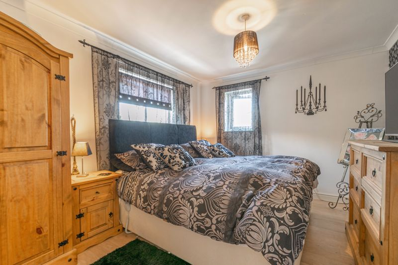 5 bed house for sale in High Trees Close 6