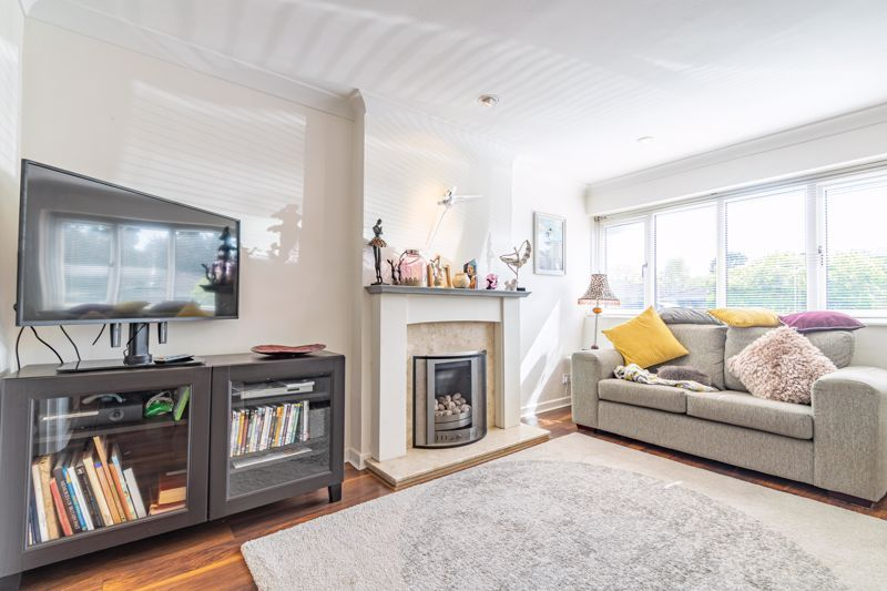 4 bed house for sale in Brockmoor Close 2