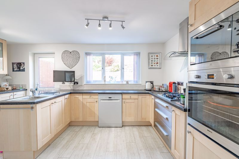 4 bed house for sale in Brockmoor Close 6