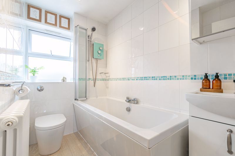 2 bed house for sale in Honeysuckle Close 10