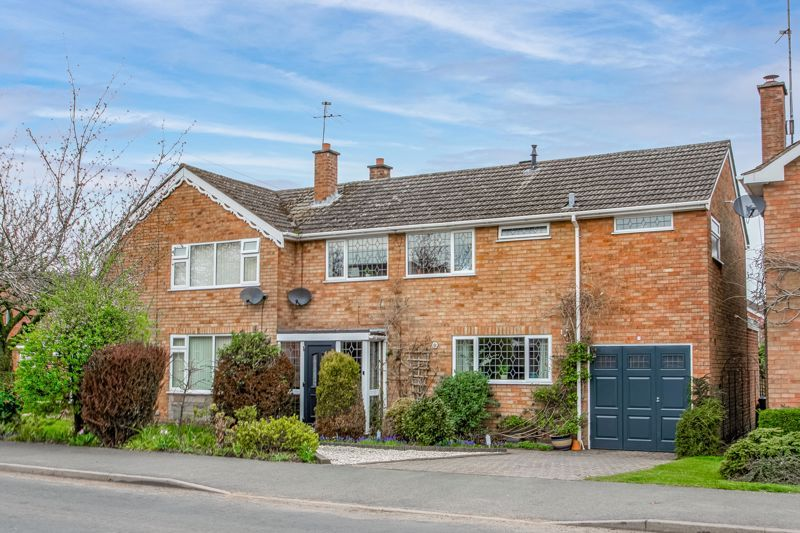 4 bed house for sale in Leavale Road  - Property Image 1