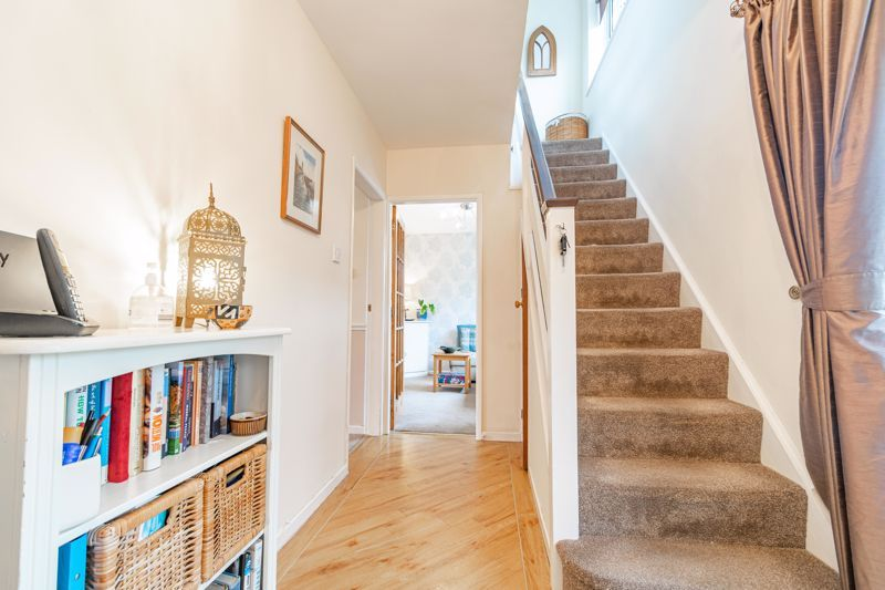 4 bed house for sale in Leavale Road  - Property Image 2