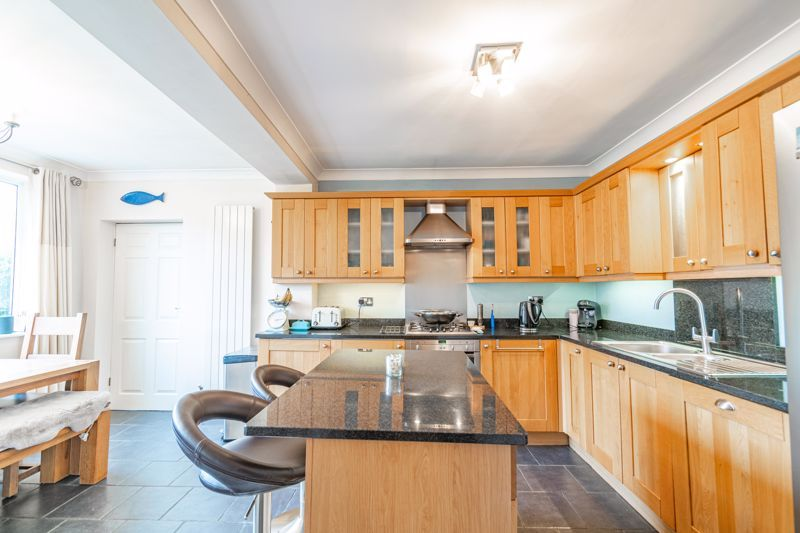 4 bed house for sale in Leavale Road  - Property Image 5
