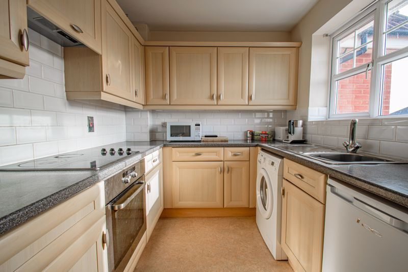2 bed flat for sale in Railway Walk  - Property Image 4