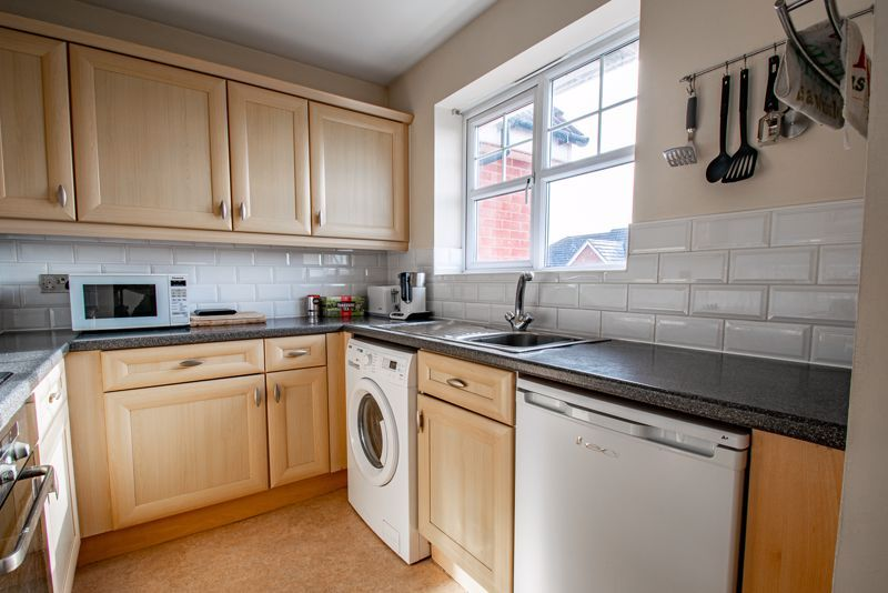 2 bed flat for sale in Railway Walk  - Property Image 5