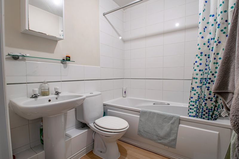 2 bed flat for sale in Railway Walk  - Property Image 6