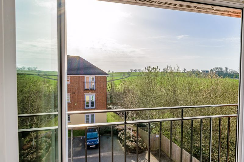 2 bed flat for sale in Railway Walk  - Property Image 10