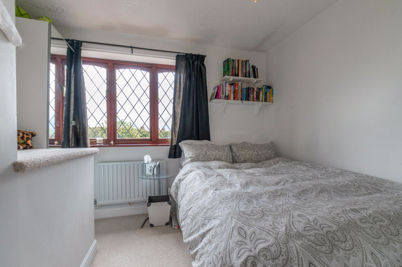 4 bed house for sale in Badbury Gardens  - Property Image 11