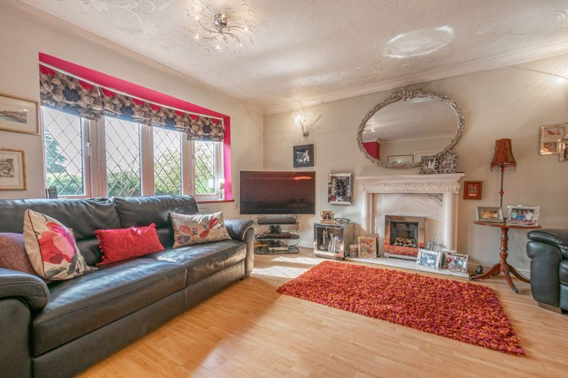 4 bed house for sale in Badbury Gardens  - Property Image 3