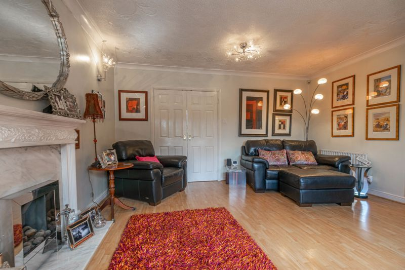 4 bed house for sale in Badbury Gardens  - Property Image 4