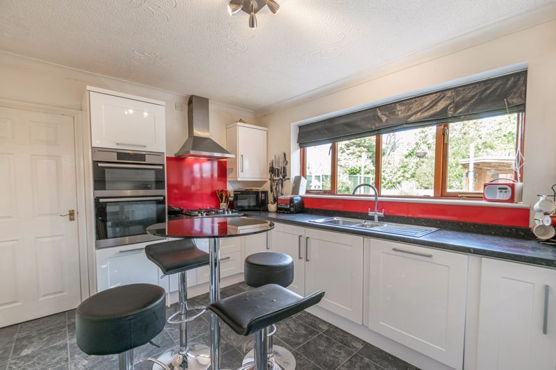 4 bed house for sale in Badbury Gardens 6
