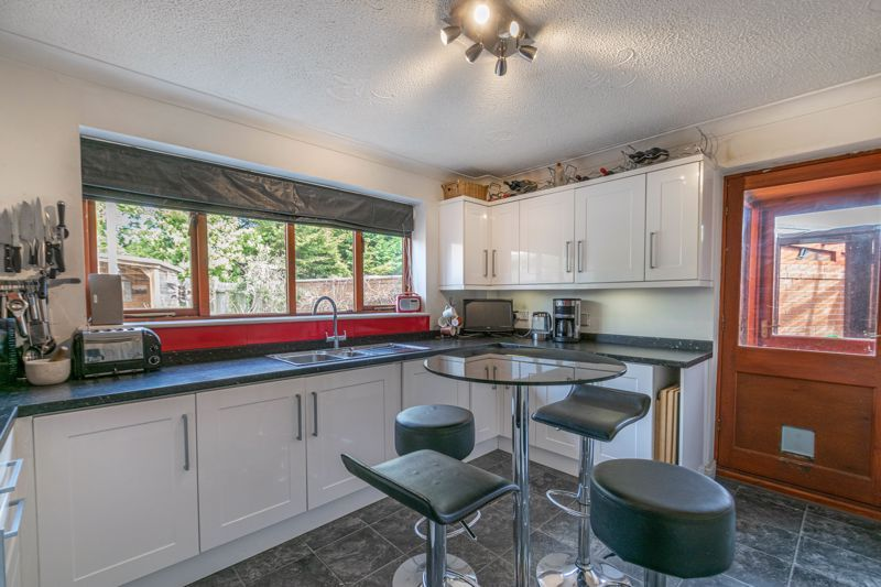4 bed house for sale in Badbury Gardens 7