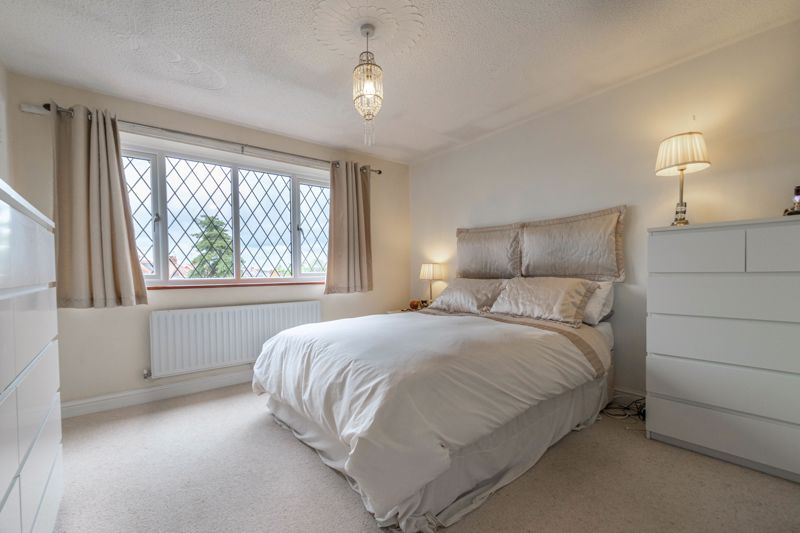4 bed house for sale in Badbury Gardens  - Property Image 8