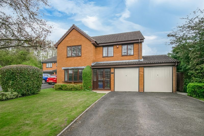 4 bed house for sale in Lechlade Close 1