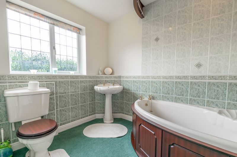 4 bed house for sale in Lechlade Close  - Property Image 11