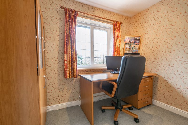 4 bed house for sale in Lechlade Close 17