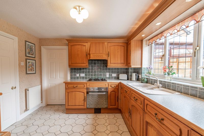 4 bed house for sale in Lechlade Close  - Property Image 3