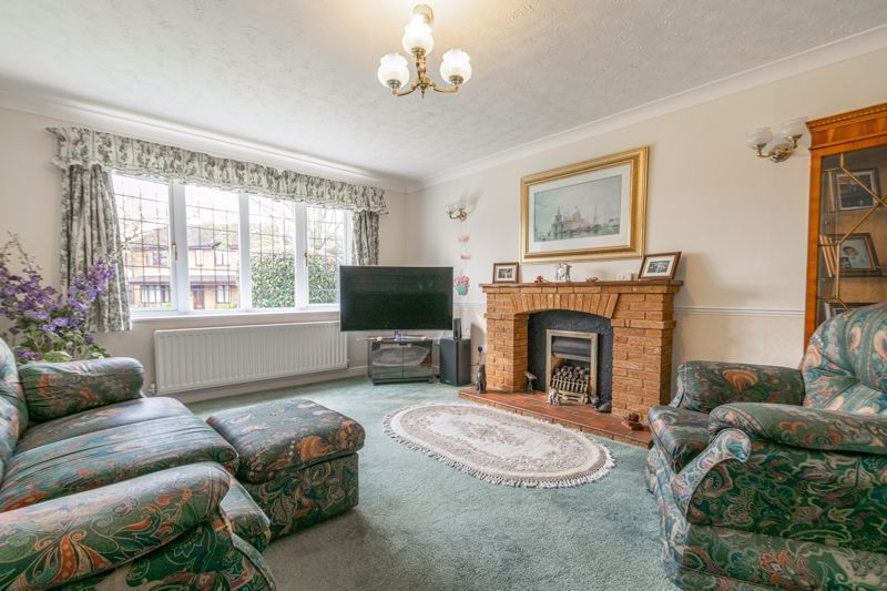 4 bed house for sale in Lechlade Close 4