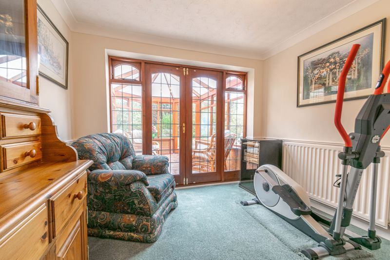 4 bed house for sale in Lechlade Close  - Property Image 5