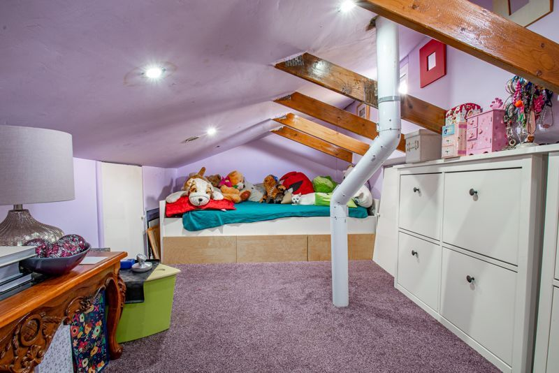 3 bed house for sale in Upper Close 12
