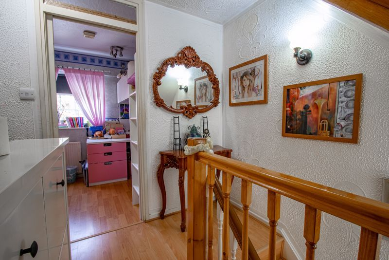 3 bed house for sale in Upper Close 15