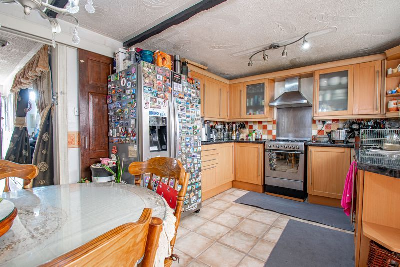 3 bed house for sale in Upper Close  - Property Image 4