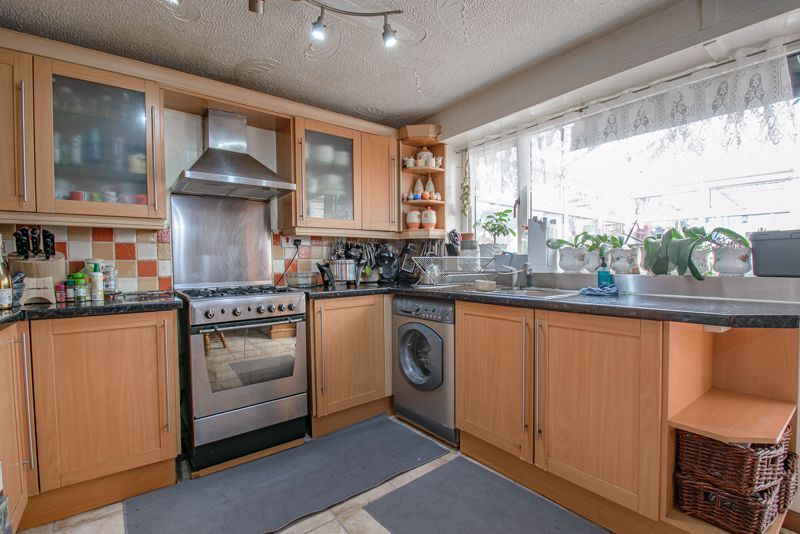3 bed house for sale in Upper Close 5