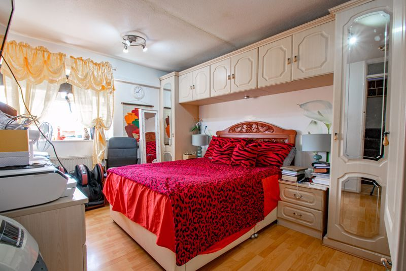 3 bed house for sale in Upper Close 8