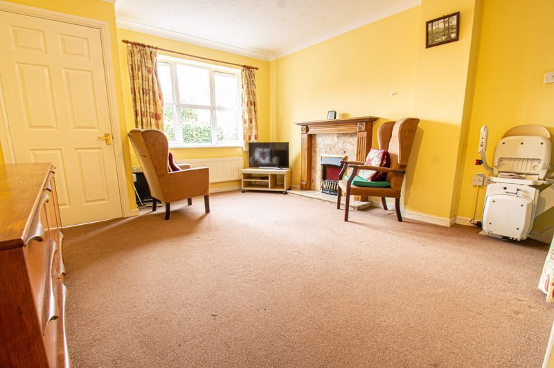2 bed house for sale in Dewsbury Close 2