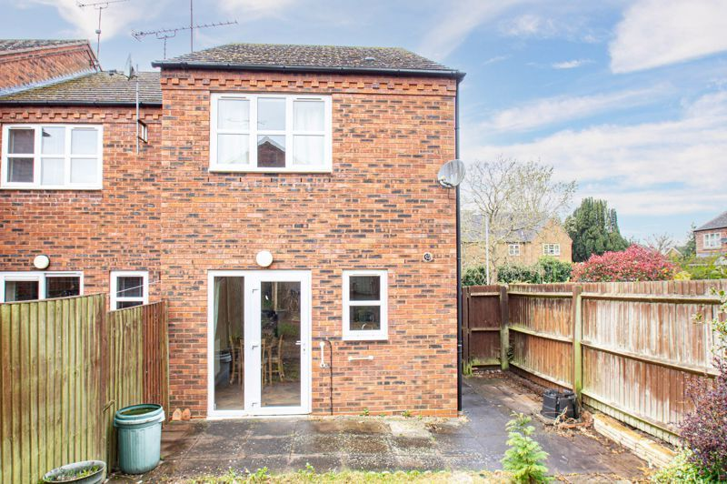 2 bed house for sale in Dewsbury Close 11