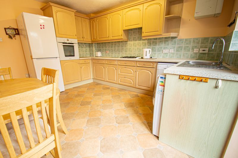 2 bed house for sale in Dewsbury Close 5