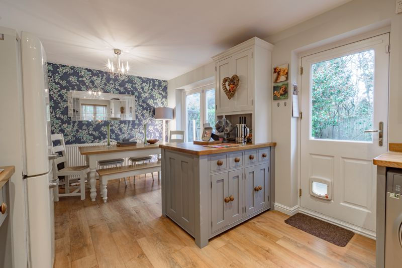 3 bed house for sale in Mill Court  - Property Image 3